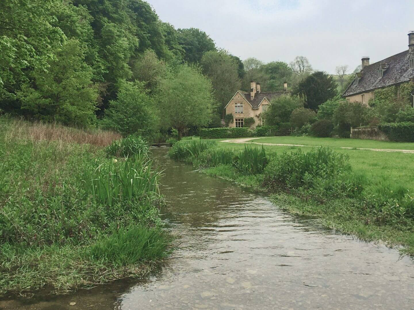 a stream running through green meadows, the prefect walk for a weekend trip to the cotswolds