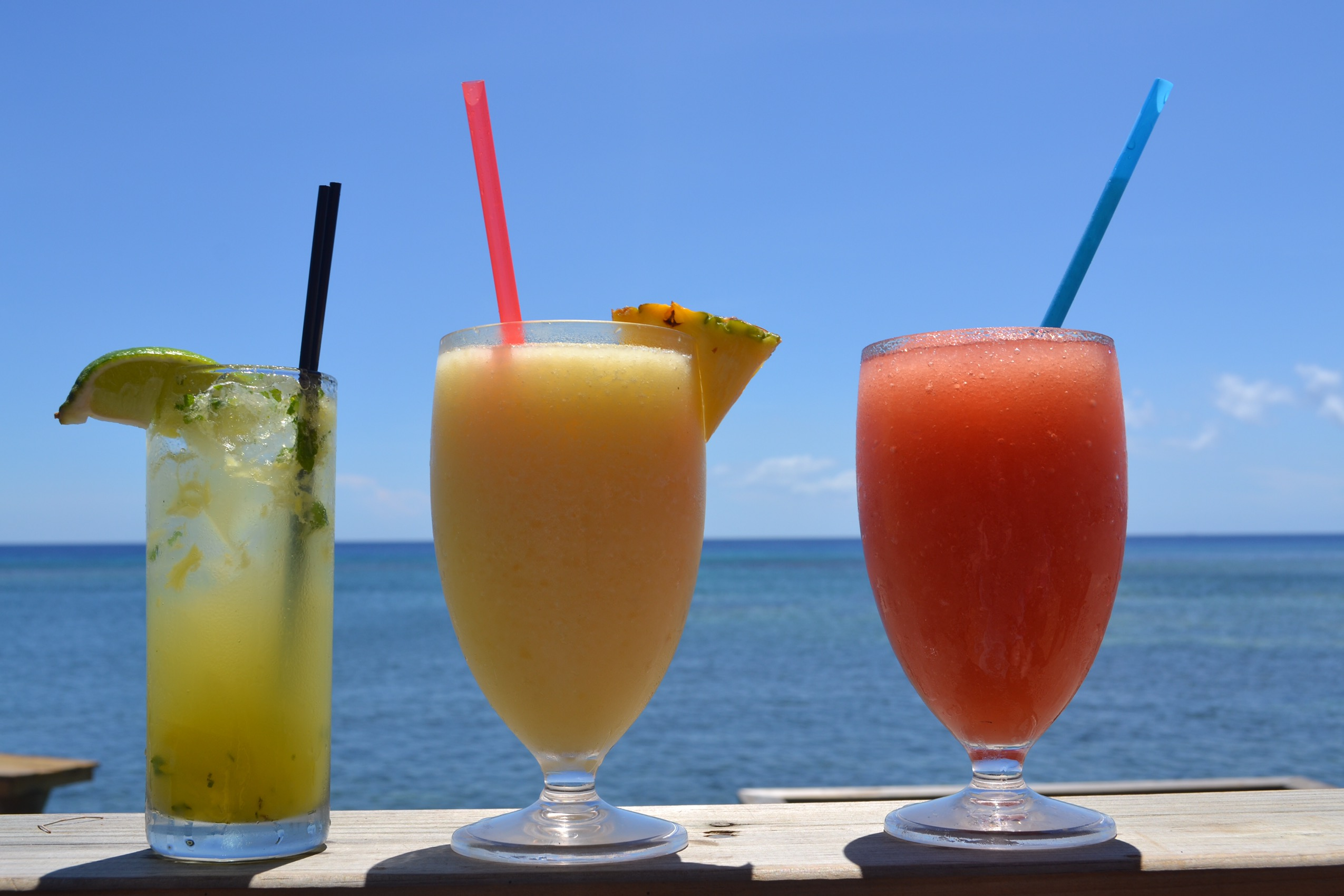 image of cocktails in Roatán