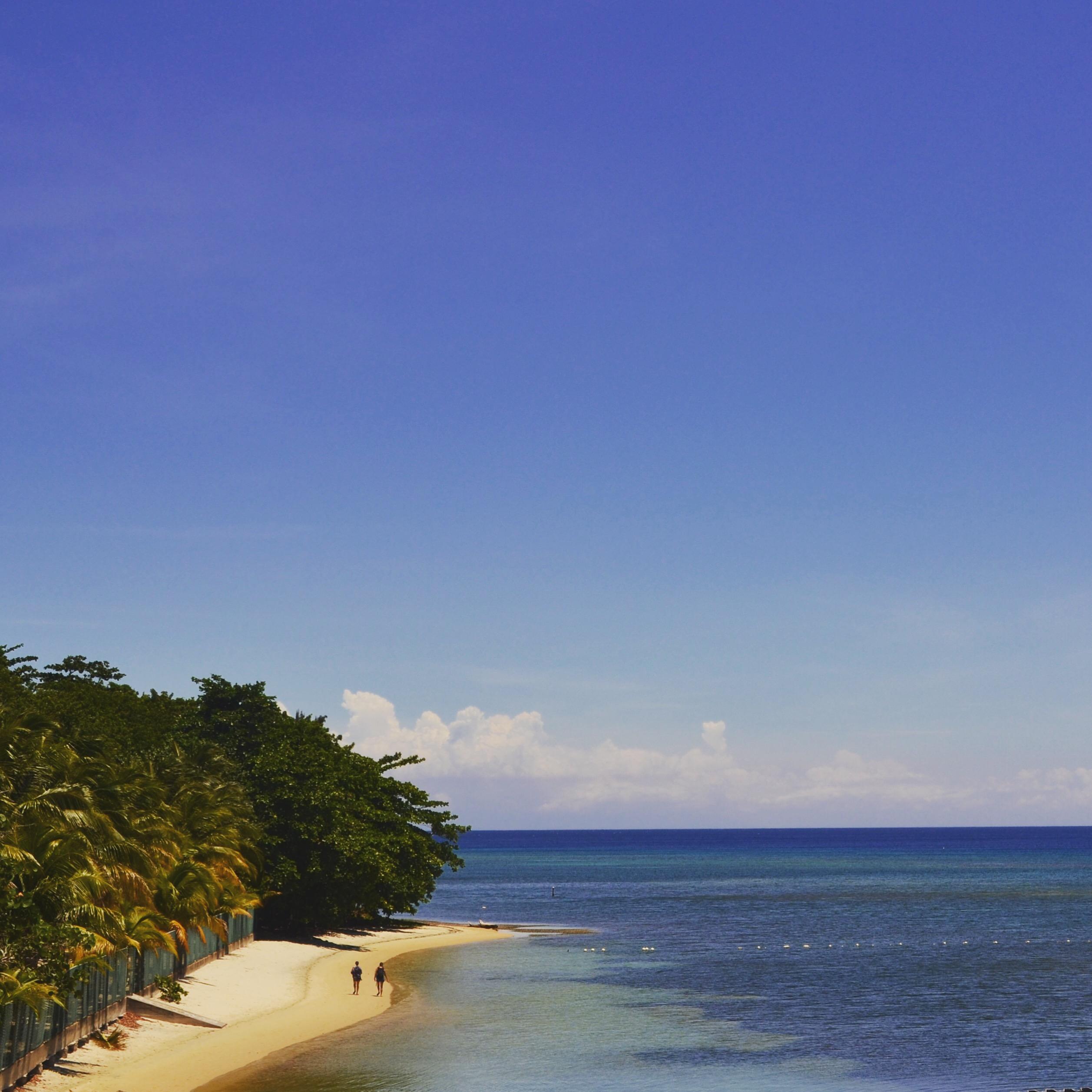 image of beach in Roatán