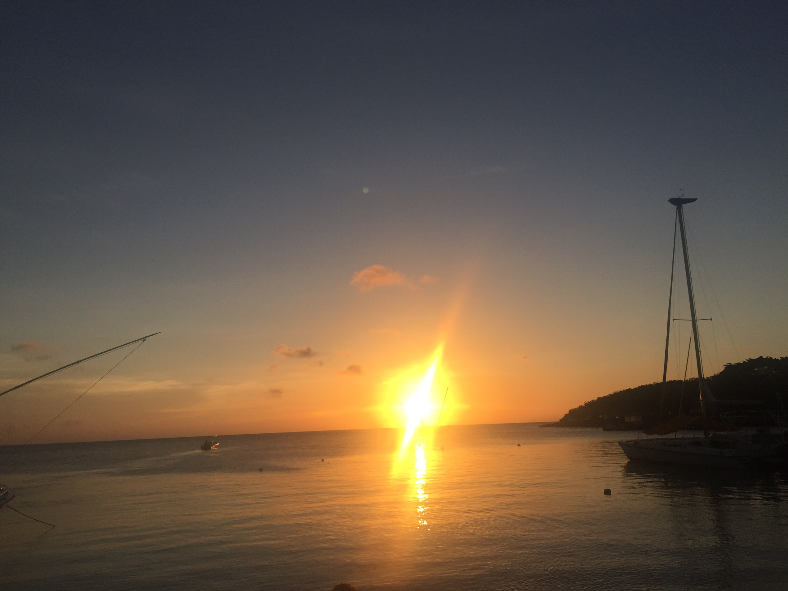 image of sunset in Roatán