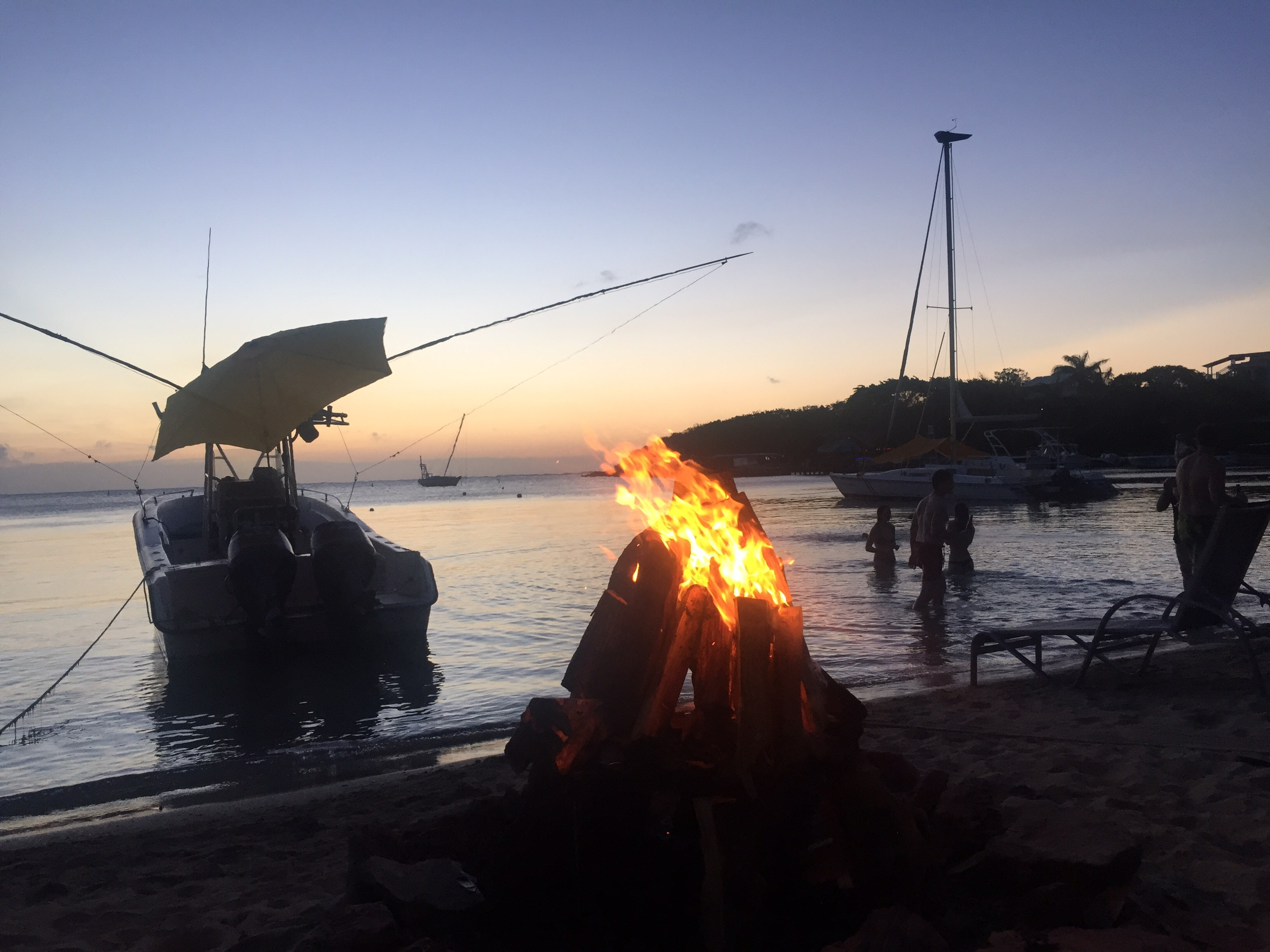 image of sundowners on the beach at Roatán