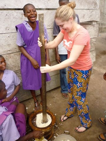 image of pounding the fufu in Ghana