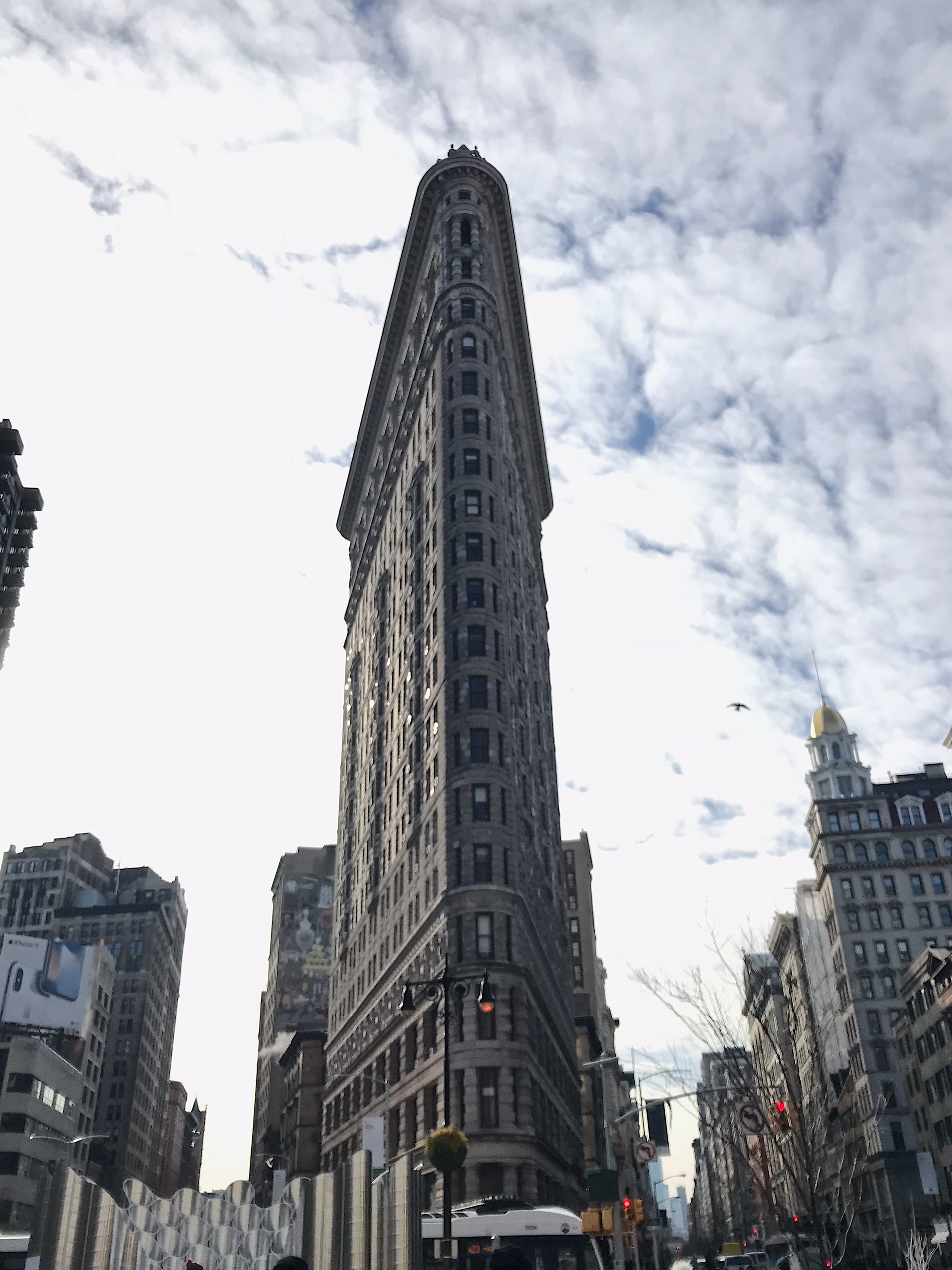 image of the flatiron building in New York