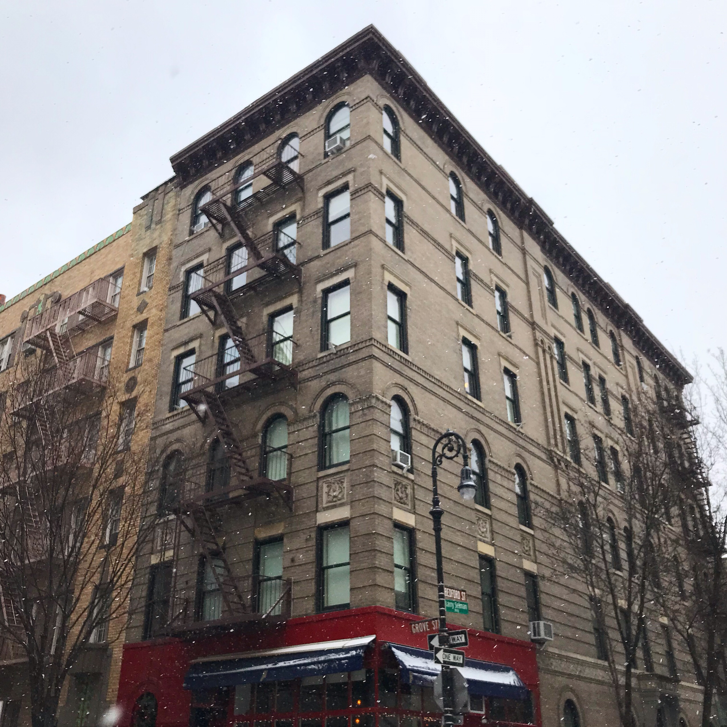 image of the friends apartment building in west village in New York