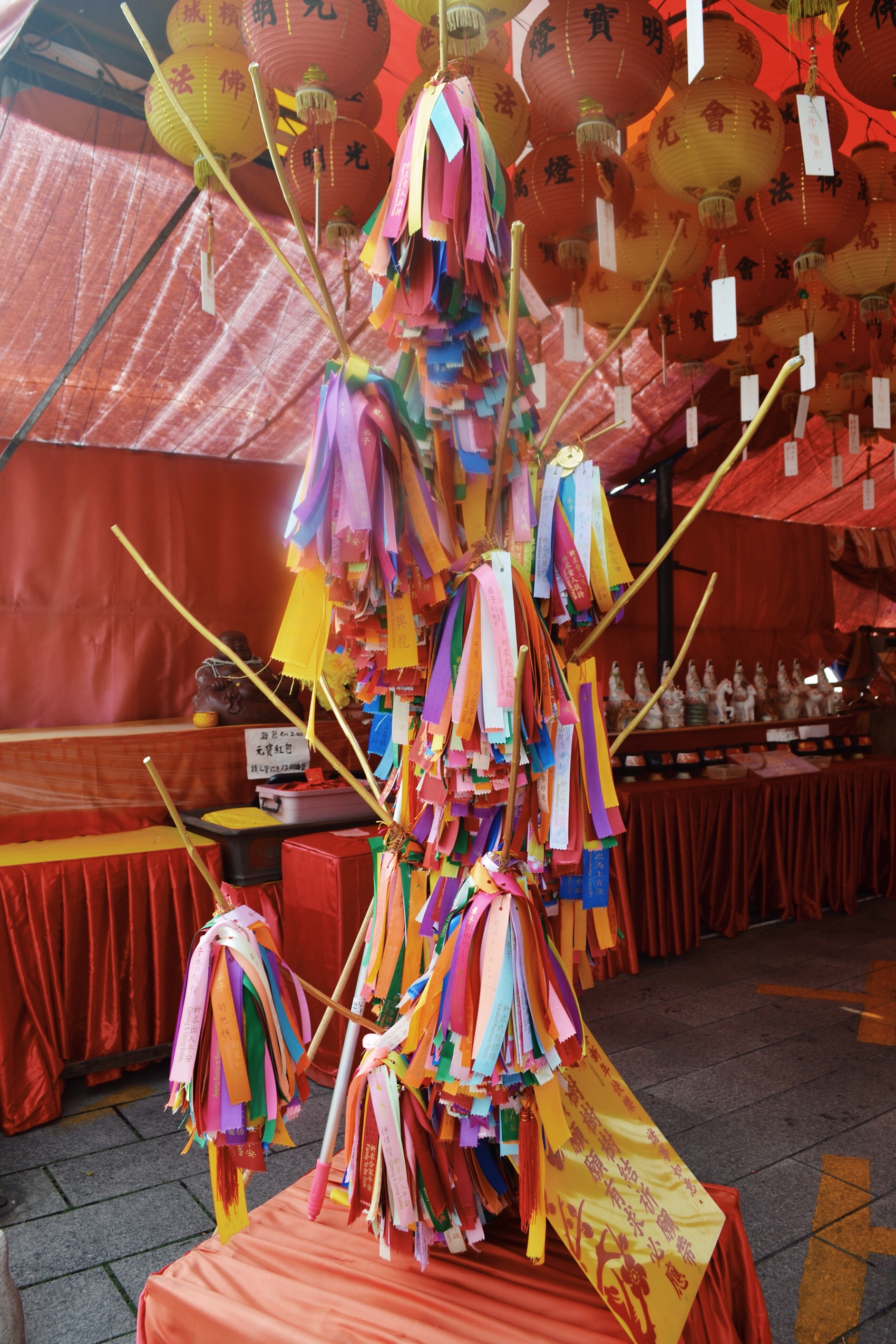 image of wishing tree in Kek Lok Si temple in Malayisa