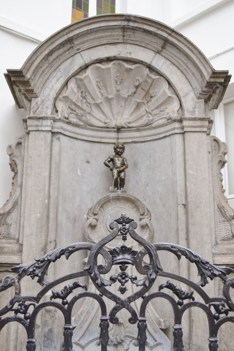 image of mannekin pis, 24 hours in Brussels