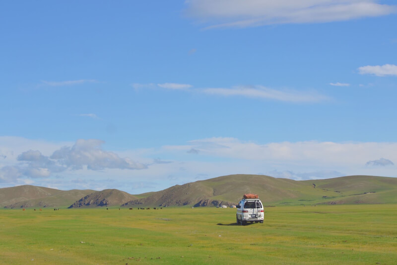 image of off roading in Mongolia, one of the reasons to visit Mongolia