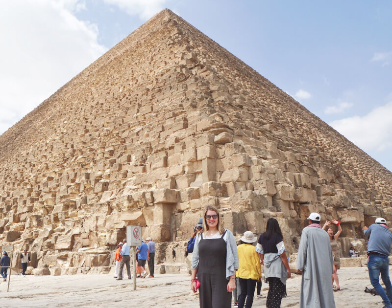 example of what to wear when visiting pyramids of Giza