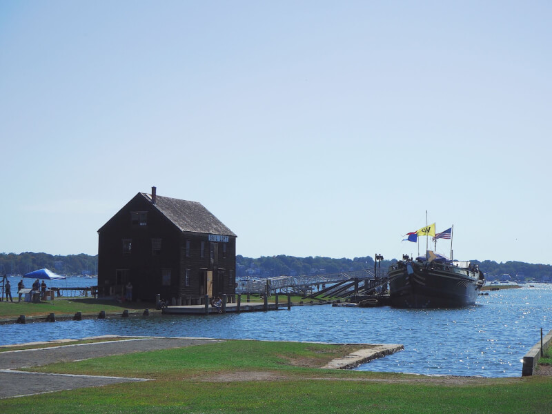 image of the blue water at the wharf of Salem