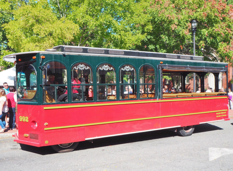 image of the red trolley of Salem trolley tour