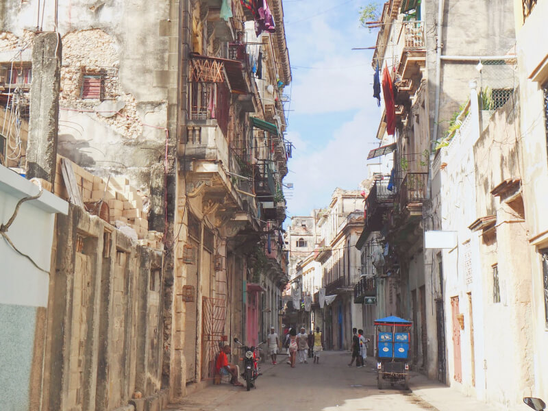 image of crumbling buildings in Havana, Cuba