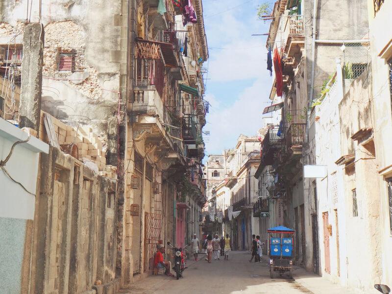 image of crumbling buildings in Havana, Cuba