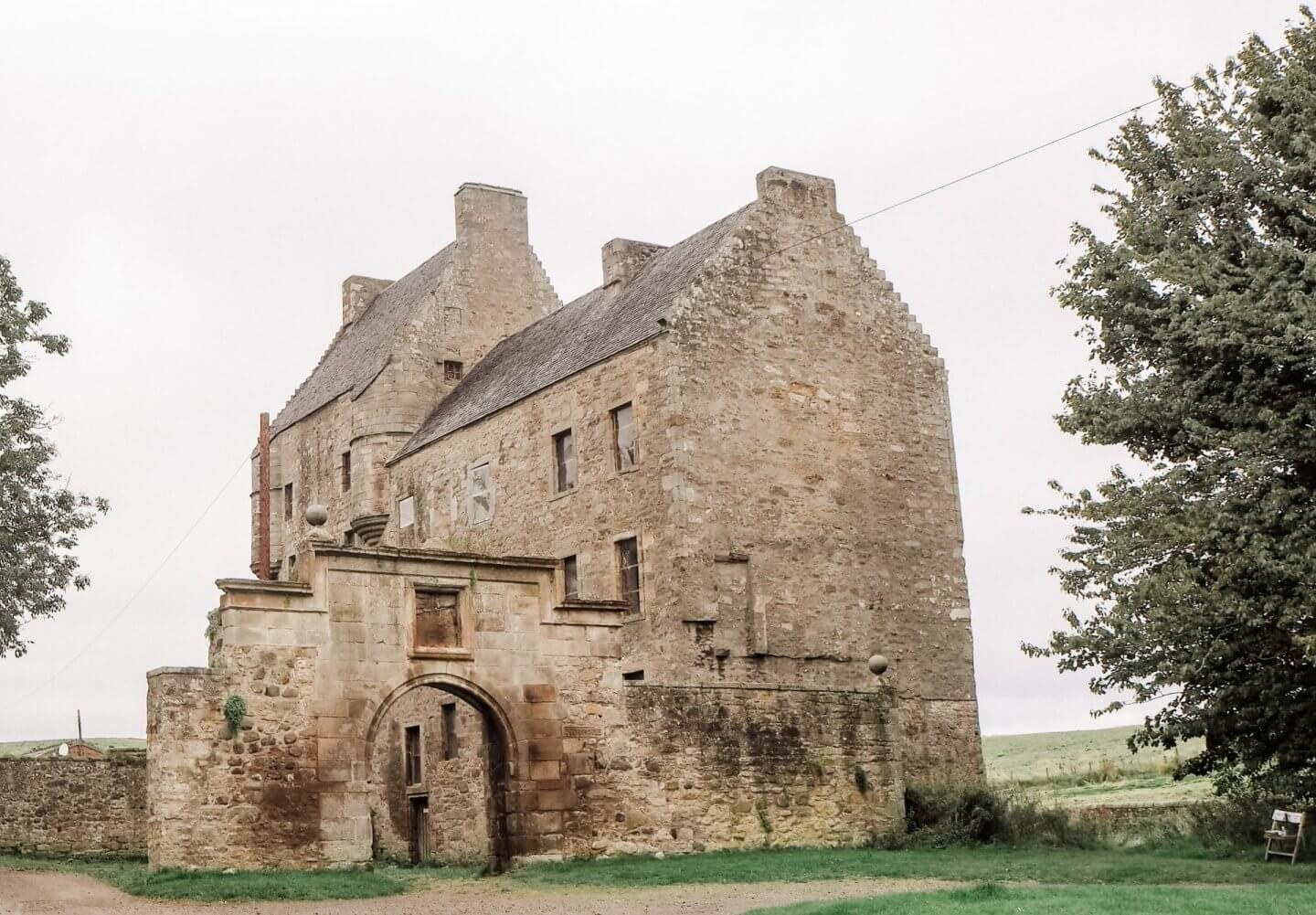 image of Midhope Castle, Scotland. Outlander filming location.