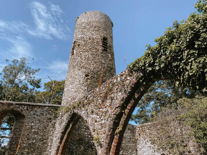 image of ruins of St Theobald's, Haubtois