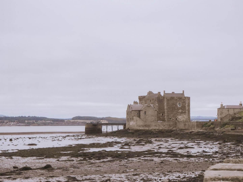 image of Blackness castle, location of Outlander fiming